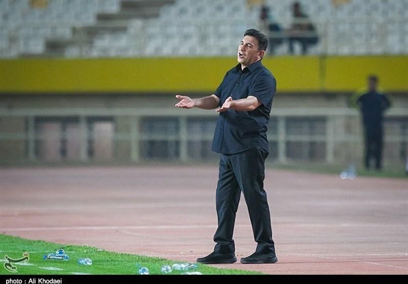اصفهان، قلعه نویی: با بازیکنان سپاهان برخورد می کنم، از هواداران گِله دارم